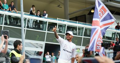 Lewis centra il suo sesto titolo in un giorno da incubo per leRosse