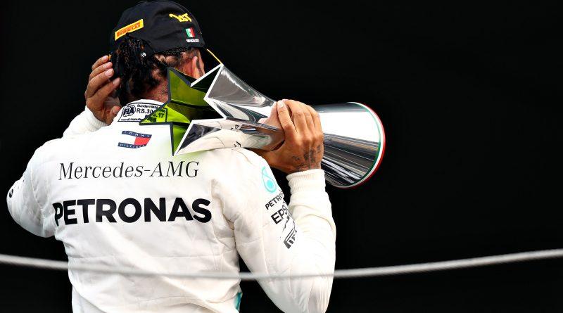 Hamilton sigilla il sesto titolo: ad Abu Dhabi è strapotere Mercedes